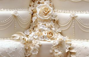 royal-wedding-the-cake-for-prince-william-and-kate-middleton-gallery-585094722-600x389