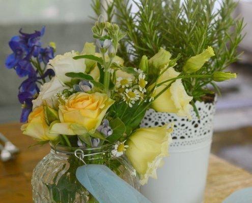 fiori di campo azzurro giallo blu